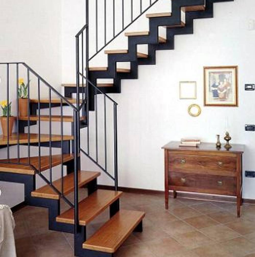 Лестница в доме из метала своими руками